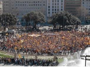 Una panoràmica de la flaixmob per la independència. (Foto: 324.cat)