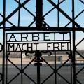 """""""La porta robada del camp de concentració alemany de Dachau"""" Foto: Sage Ross"""