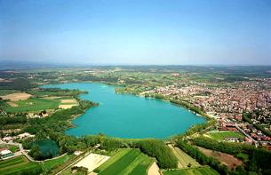 Una vista impressionant de l'estany de Banyoles (Foto: wikipedia.org)