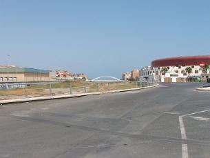 Una imatge de Roquetas de Mar, amb la plaça de braus a la dreta. (Foto: wikipedia.org)